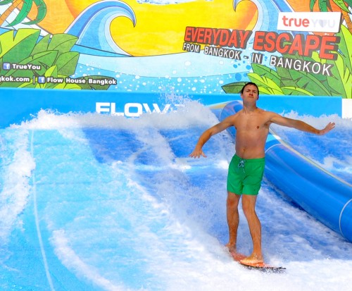 Erik surfing at Flow House in Bangkok